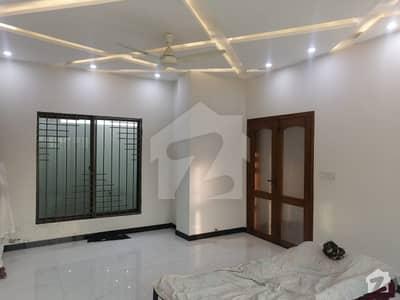 ایل ڈی اے ایوینیو ۔ بلاک جے ایل ڈی اے ایوینیو لاہور میں 5 کمروں کا 10 مرلہ مکان 1.8 کروڑ میں برائے فروخت۔