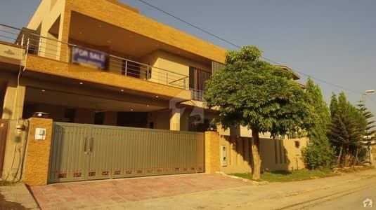 ڈی ایچ اے فیز 2 - سیکٹر ای ڈی ایچ اے ڈیفینس فیز 2 ڈی ایچ اے ڈیفینس اسلام آباد میں 6 کمروں کا 1 کنال مکان 5.7 کروڑ میں برائے فروخت۔