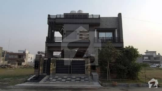بسم اللہ ہاؤسنگ سکیم ۔ ابوبکر بلاک بسم اللہ ہاؤسنگ سکیم لاہور میں 5 کمروں کا 10 مرلہ مکان 1.85 کروڑ میں برائے فروخت۔