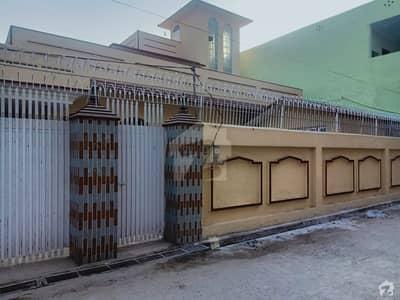 اشرف ٹاؤن چکوال میں 6 کمروں کا 15 مرلہ مکان 1.85 کروڑ میں برائے فروخت۔