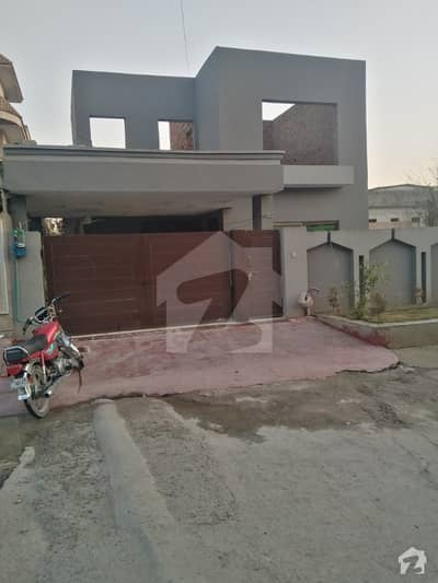 گلریز ہاؤسنگ سوسائٹی فیز 3 گلریز ہاؤسنگ سکیم راولپنڈی میں 3 کمروں کا 10 مرلہ مکان 1.4 کروڑ میں برائے فروخت۔