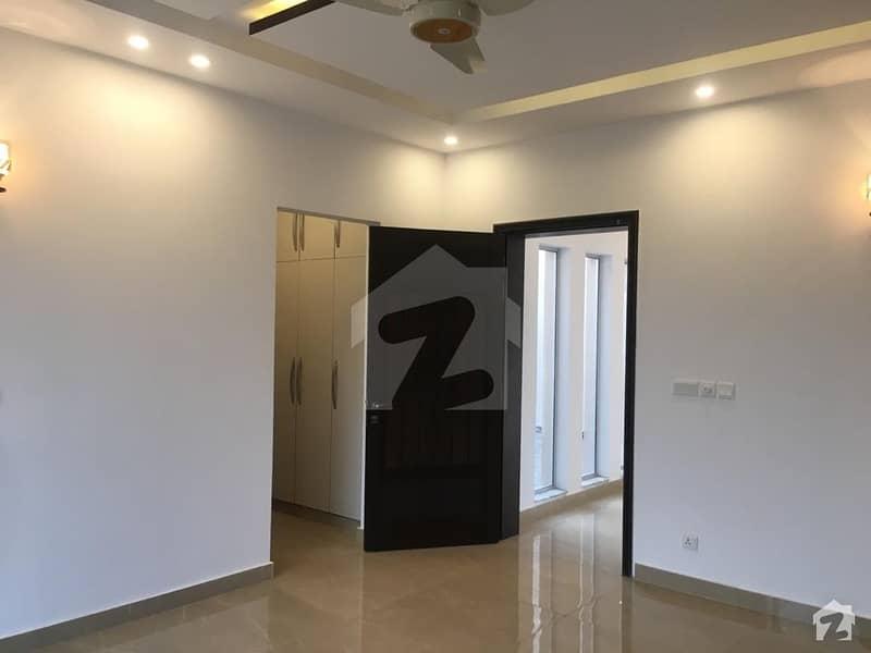 ائیر ایوینیو ۔ بلاک این ڈی ایچ اے فیز 8 سابقہ ایئر ایوینیو ڈی ایچ اے فیز 8 ڈی ایچ اے ڈیفینس لاہور میں 2 کمروں کا 10 مرلہ بالائی پورشن 35 ہزار میں کرایہ پر دستیاب ہے۔