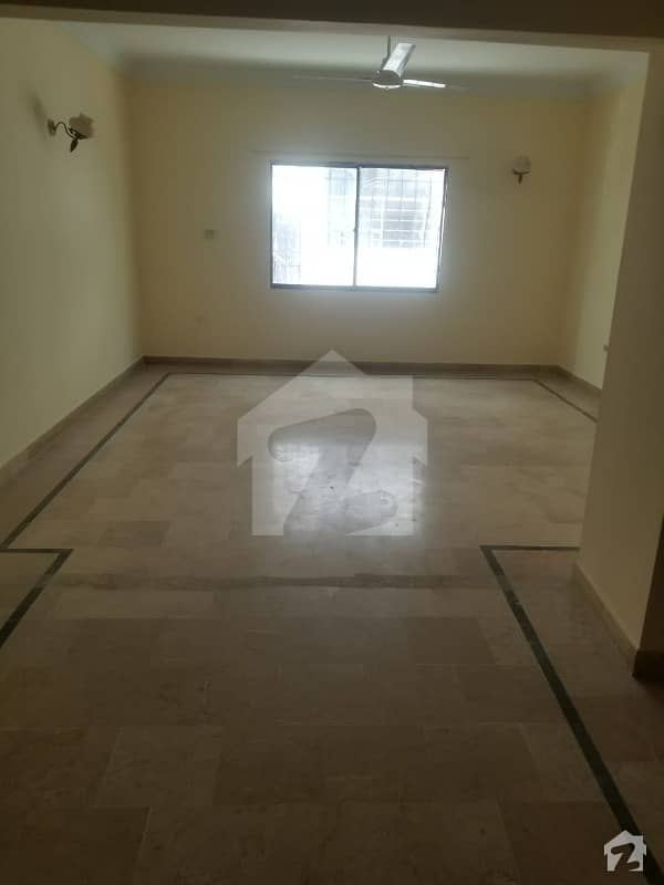 سحر کمرشل ایریا ڈی ایچ اے فیز 7 ڈی ایچ اے کراچی میں 3 کمروں کا 8 مرلہ فلیٹ 1.8 کروڑ میں برائے فروخت۔