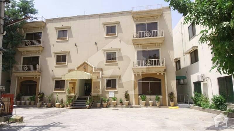 ڈی ایچ اے فیز 8 سابقہ ایئر ایوینیو ڈی ایچ اے فیز 8 ڈی ایچ اے ڈیفینس لاہور میں 3 کمروں کا 9 مرلہ فلیٹ 2.75 لاکھ میں کرایہ پر دستیاب ہے۔