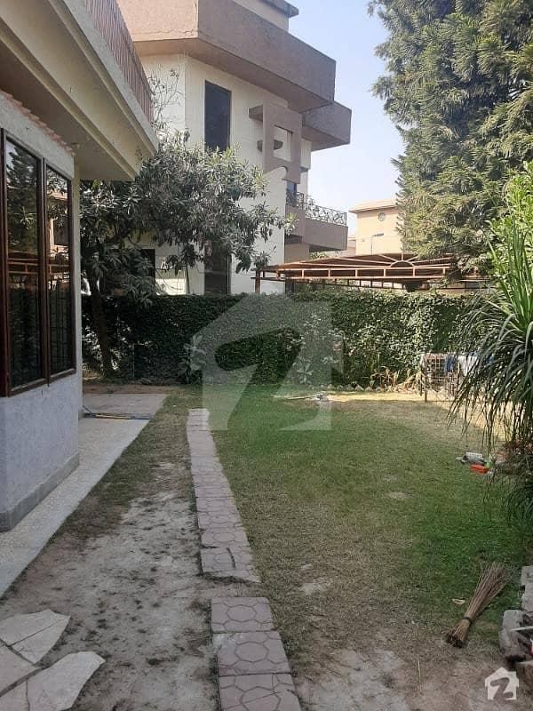ایف ۔ 11/1 ایف ۔ 11 اسلام آباد میں 6 کمروں کا 1.33 کنال مکان 9.25 کروڑ میں برائے فروخت۔