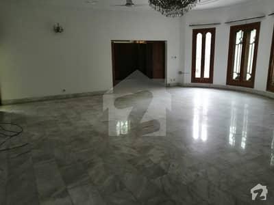 سوک سینٹر جی ۔ 6 مرکز جی ۔ 6 اسلام آباد میں 3 کمروں کا 1.2 کنال مکان 2 لاکھ میں کرایہ پر دستیاب ہے۔