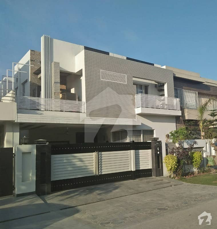 10 Marla Luxury House For Sale Near Park Commercial Prime Location