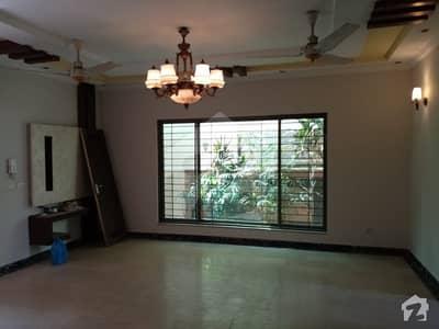 ڈی ایچ اے فیز 5 - بلاک ایل فیز 5 ڈیفنس (ڈی ایچ اے) لاہور میں 4 کمروں کا 10 مرلہ مکان 1.2 لاکھ میں کرایہ پر دستیاب ہے۔
