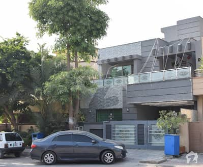 بحریہ ٹاؤن فیز 3 بحریہ ٹاؤن راولپنڈی راولپنڈی میں 6 کمروں کا 10 مرلہ مکان 2.6 کروڑ میں برائے فروخت۔