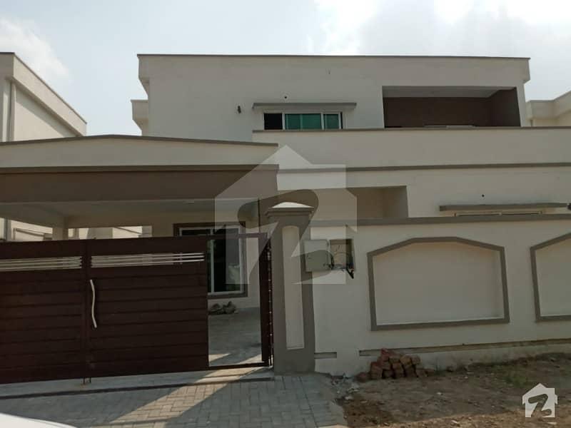 پی اے ایف فالکن کمپلیکس گلبرگ لاہور میں 5 کمروں کا 1 کنال مکان 6 کروڑ میں برائے فروخت۔