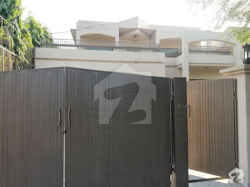 سرور روڈ کینٹ لاہور میں 6 کمروں کا 1.35 کنال مکان 8 کروڑ میں برائے فروخت۔