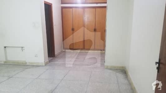 ایف ۔ 11/3 ایف ۔ 11 اسلام آباد میں 6 کمروں کا 1 کنال مکان 8.5 کروڑ میں برائے فروخت۔