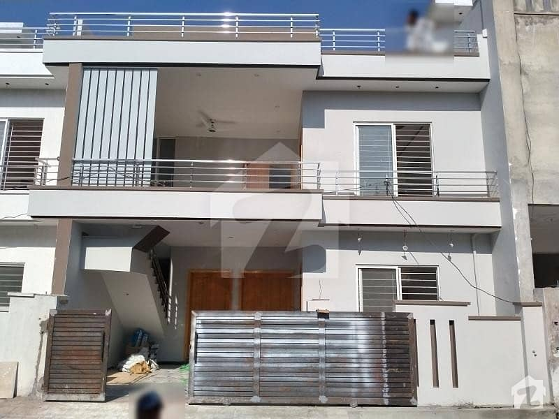 Beautiful House Is  For Available Sale In Abdullah Garden Chack Shehzad