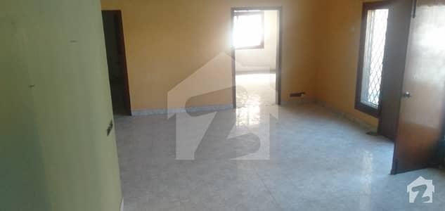 ڈی ایچ اے فیز 4 ڈی ایچ اے کراچی میں 4 کمروں کا 12 مرلہ مکان 1.6 لاکھ میں کرایہ پر دستیاب ہے۔