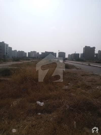 کلفٹن ۔ بلاک 2 کلفٹن کراچی میں 4 کنال کمرشل پلاٹ 80 کروڑ میں برائے فروخت۔