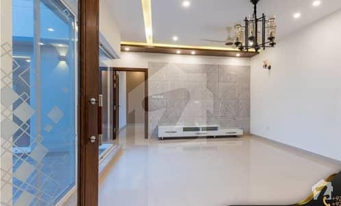 ڈی ایچ اے فیز 4 ڈیفنس (ڈی ایچ اے) لاہور میں 5 کمروں کا 1 کنال مکان 2.5 لاکھ میں کرایہ پر دستیاب ہے۔