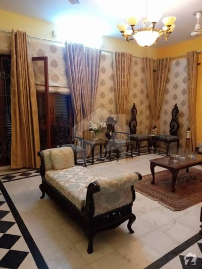 House Of 400 Square Yards In Gulshaneiqbal Town Is Available