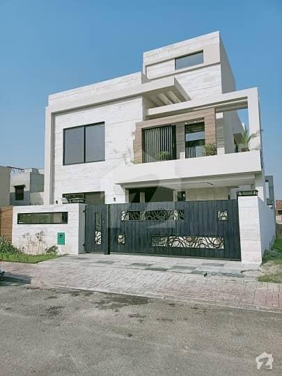 بحریہ ٹاؤن سیکٹر ای بحریہ ٹاؤن لاہور میں 5 کمروں کا 10 مرلہ مکان 2.45 کروڑ میں برائے فروخت۔