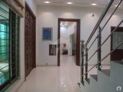 واپڈا سٹی فیصل آباد میں 10 مرلہ مکان 1.62 کروڑ میں برائے فروخت۔