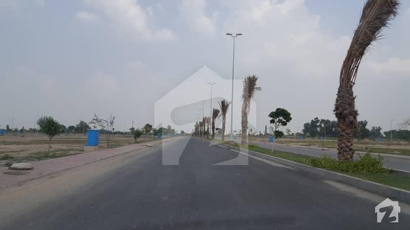 بحریہ ٹاؤن عمر بلاک بحریہ ٹاؤن سیکٹر B بحریہ ٹاؤن لاہور میں 8 مرلہ کمرشل پلاٹ 2.6 کروڑ میں برائے فروخت۔