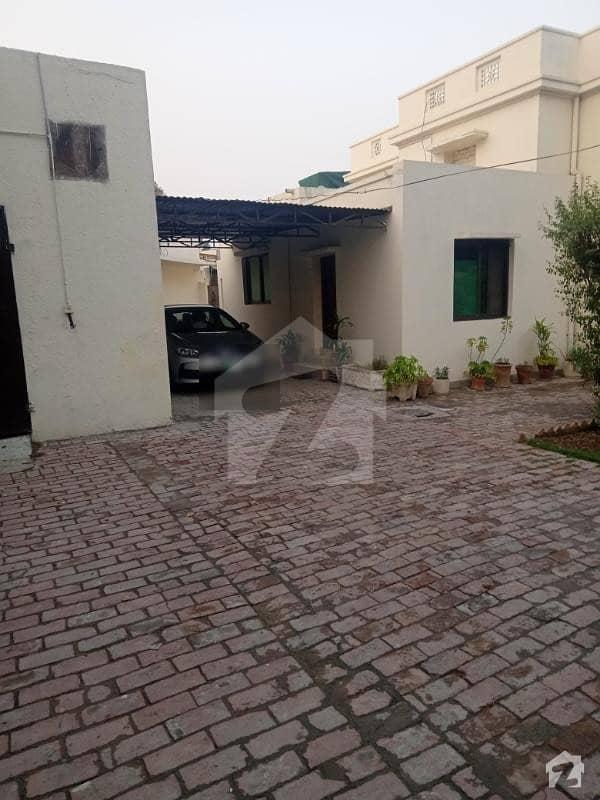 ماڈل ٹاؤن لاہور میں 1 کمرے کا 5 مرلہ کمرہ 25 ہزار میں کرایہ پر دستیاب ہے۔