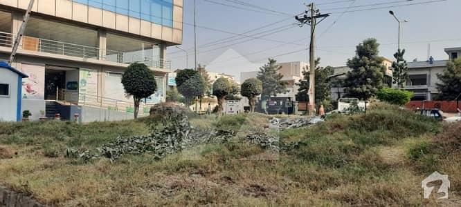 پی ایم سی ایچ ایس - پاکستان میڈیکل کوآپریٹو ہاؤسنگ ای ۔ 11/2 ای ۔ 11 اسلام آباد میں 4 مرلہ کمرشل پلاٹ 4.5 کروڑ میں برائے فروخت۔