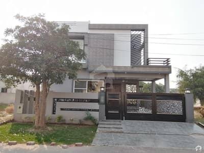 ڈی ایچ اے فیز 8 - بلاک پی ڈی ایچ اے فیز 8 ڈیفنس (ڈی ایچ اے) لاہور میں 4 کمروں کا 10 مرلہ مکان 3.15 کروڑ میں برائے فروخت۔