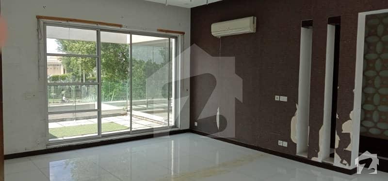 ڈی ایچ اے فیز 5 ڈیفنس (ڈی ایچ اے) لاہور میں 6 کمروں کا 2 کنال مکان 5.5 لاکھ میں کرایہ پر دستیاب ہے۔