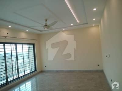 ڈی ایچ اے فیز 7 - بلاک زیڈ2 ڈی ایچ اے فیز 7 ڈیفنس (ڈی ایچ اے) لاہور میں 3 کمروں کا 1 کنال بالائی پورشن 39 ہزار میں کرایہ پر دستیاب ہے۔