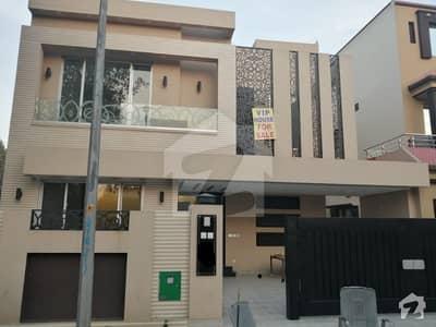 بحریہ ٹاؤن اوورسیز B بحریہ ٹاؤن اوورسیز انکلیو بحریہ ٹاؤن لاہور میں 5 کمروں کا 10 مرلہ مکان 1.9 کروڑ میں برائے فروخت۔