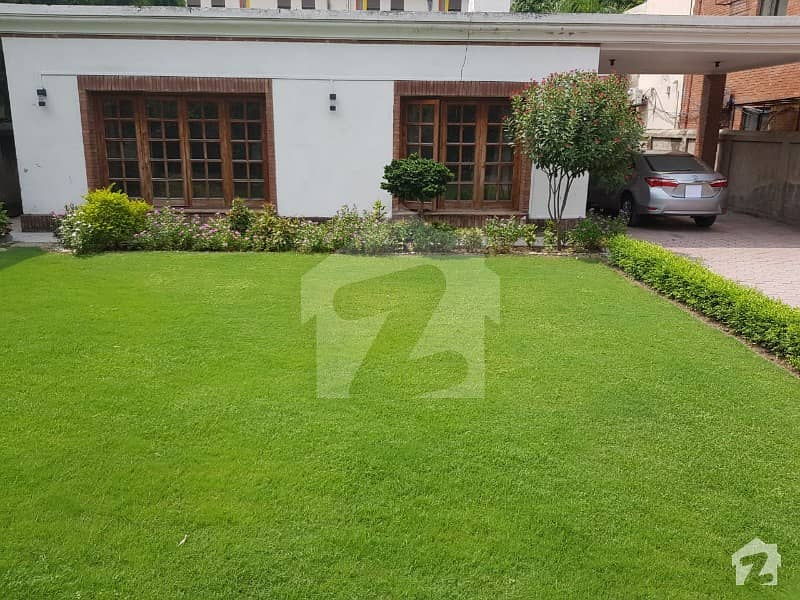 گلبرگ 3 گلبرگ لاہور میں 5 کمروں کا 1.2 کنال مکان 13 کروڑ میں برائے فروخت۔