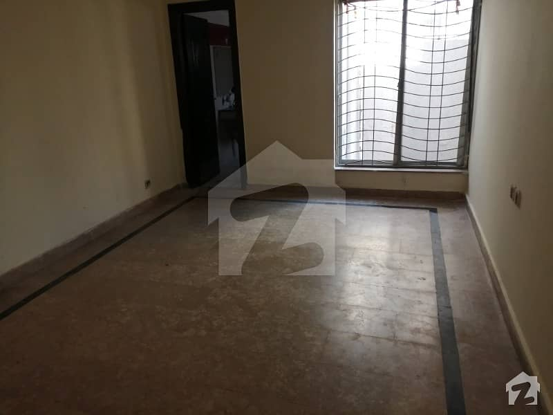 1125  Square Feet Flat Ideally Situated In Paragon City