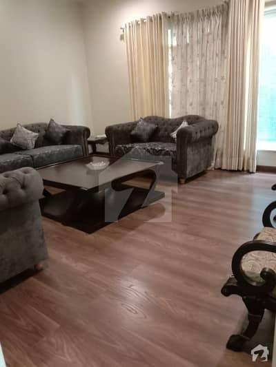 کینال پارک فیصل آباد میں 5 کمروں کا 1 کنال مکان 5 کروڑ میں برائے فروخت۔