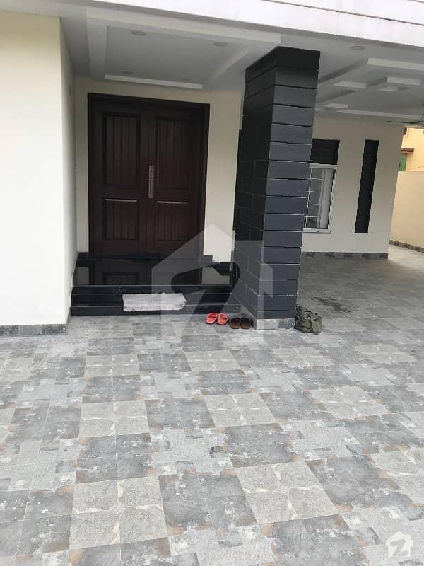 بحریہ ٹاؤن ٹیولپ بلاک بحریہ ٹاؤن سیکٹر سی بحریہ ٹاؤن لاہور میں 5 کمروں کا 1 کنال مکان 3.95 کروڑ میں برائے فروخت۔