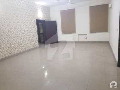 کینال ویو لاہور میں 7 کمروں کا 1.1 کنال مکان 2.85 کروڑ میں برائے فروخت۔