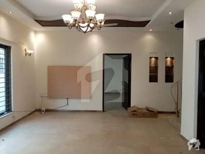 ڈی ایچ اے فیز 4 - بلاک ڈبل ای فیز 4 ڈیفنس (ڈی ایچ اے) لاہور میں 4 کمروں کا 10 مرلہ مکان 92 ہزار میں کرایہ پر دستیاب ہے۔