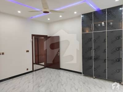 پاک عرب سوسائٹی فیز 1 - بلاک اے پاک عرب ہاؤسنگ سوسائٹی فیز 1 پاک عرب ہاؤسنگ سوسائٹی لاہور میں 2 کمروں کا 5 مرلہ فلیٹ 24 ہزار میں کرایہ پر دستیاب ہے۔
