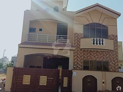 سٹی ہاؤسنگ سکیم جہلم میں 4 کمروں کا 7 مرلہ مکان 1.3 کروڑ میں برائے فروخت۔