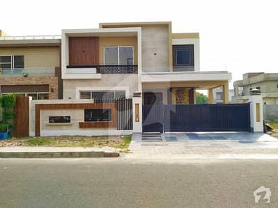 طارق گارڈنز لاہور میں 5 کمروں کا 1 کنال مکان 5 کروڑ میں برائے فروخت۔