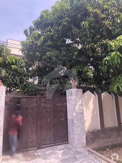 حیات آباد فیز 2 - جے4 حیات آباد فیز 2 حیات آباد پشاور میں 4 کمروں کا 10 مرلہ مکان 2.8 کروڑ میں برائے فروخت۔