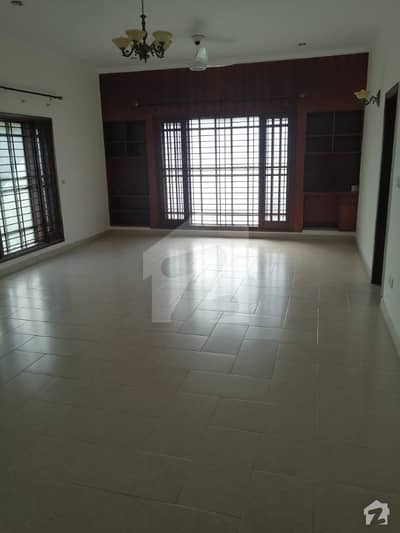600 Yard 2 Unit Banglow 6 Bed 2 Kitchen Store And Servant Quarter