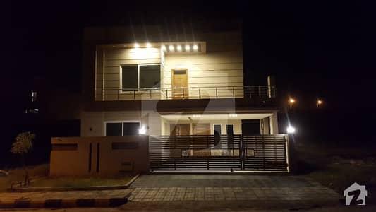 بحریہ ٹاؤن فیز 8 ۔ بلاک سی بحریہ ٹاؤن فیز 8 بحریہ ٹاؤن راولپنڈی راولپنڈی میں 5 کمروں کا 10 مرلہ مکان 2.15 کروڑ میں برائے فروخت۔