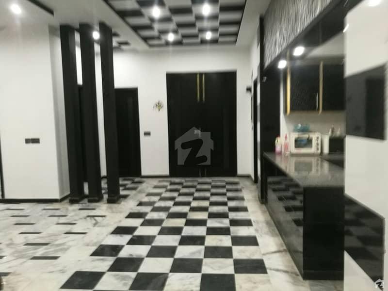 نشیمنِ اقبال فیز 2 نشیمنِ اقبال لاہور میں 7 کمروں کا 1 کنال مکان 2.6 کروڑ میں برائے فروخت۔