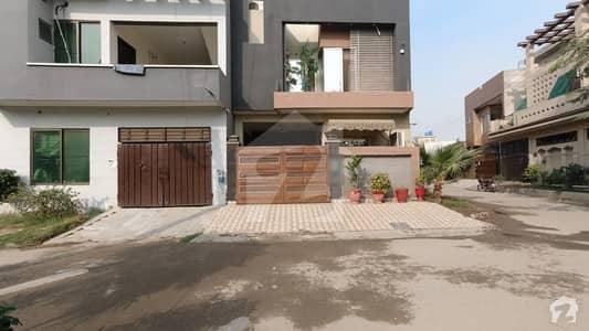 جوہر ٹاؤن فیز 2 - بلاک آر3 جوہر ٹاؤن فیز 2 جوہر ٹاؤن لاہور میں 5 کمروں کا 6 مرلہ مکان 1.55 کروڑ میں برائے فروخت۔