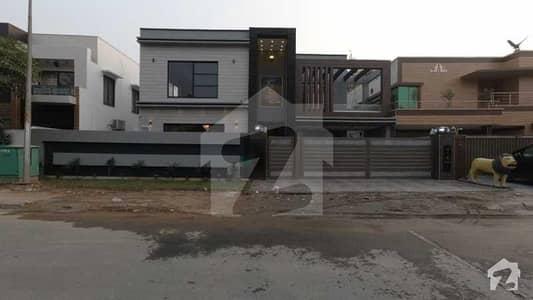 بحریہ ٹاؤن اوورسیز A بحریہ ٹاؤن اوورسیز انکلیو بحریہ ٹاؤن لاہور میں 5 کمروں کا 1 کنال مکان 5.4 کروڑ میں برائے فروخت۔