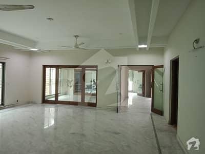 مین بلیوارڈ گلبرگ گلبرگ لاہور میں 7 کمروں کا 3 کنال مکان 4.5 لاکھ میں کرایہ پر دستیاب ہے۔