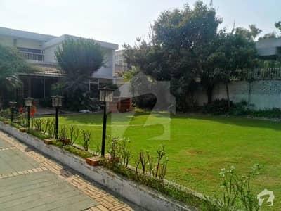 جی ۔ 6 اسلام آباد میں 5 کمروں کا 2.4 کنال مکان 5 لاکھ میں کرایہ پر دستیاب ہے۔