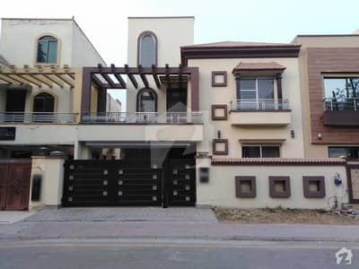 بحریہ ٹاؤن چمبیلی بلاک بحریہ ٹاؤن سیکٹر سی بحریہ ٹاؤن لاہور میں 5 کمروں کا 10 مرلہ مکان 2.3 کروڑ میں برائے فروخت۔