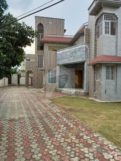 سینٹر گوجرہ مظفر آباد میں 5 کمروں کا 16 مرلہ مکان 4 کروڑ میں برائے فروخت۔