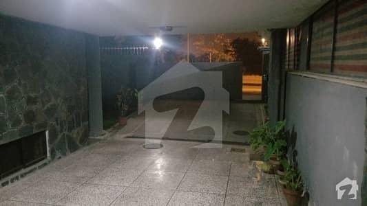 ایف ۔ 10/1 ایف ۔ 10 اسلام آباد میں 7 کمروں کا 1.02 کنال مکان 8.5 کروڑ میں برائے فروخت۔